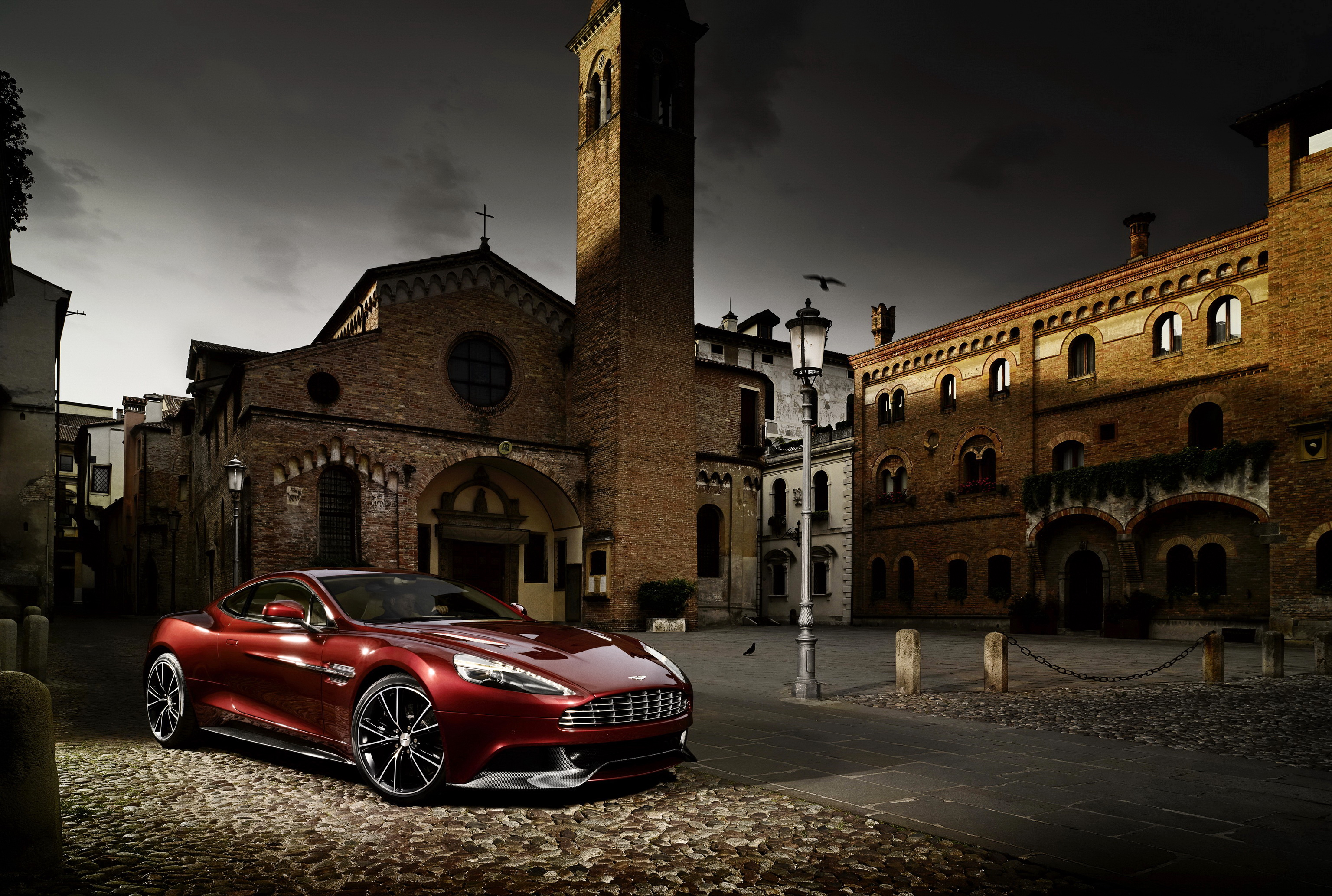 fonds d 39 ecran aston martin maison 2012 vanquish rouge phare automobile bordeaux couleur voitures. Black Bedroom Furniture Sets. Home Design Ideas