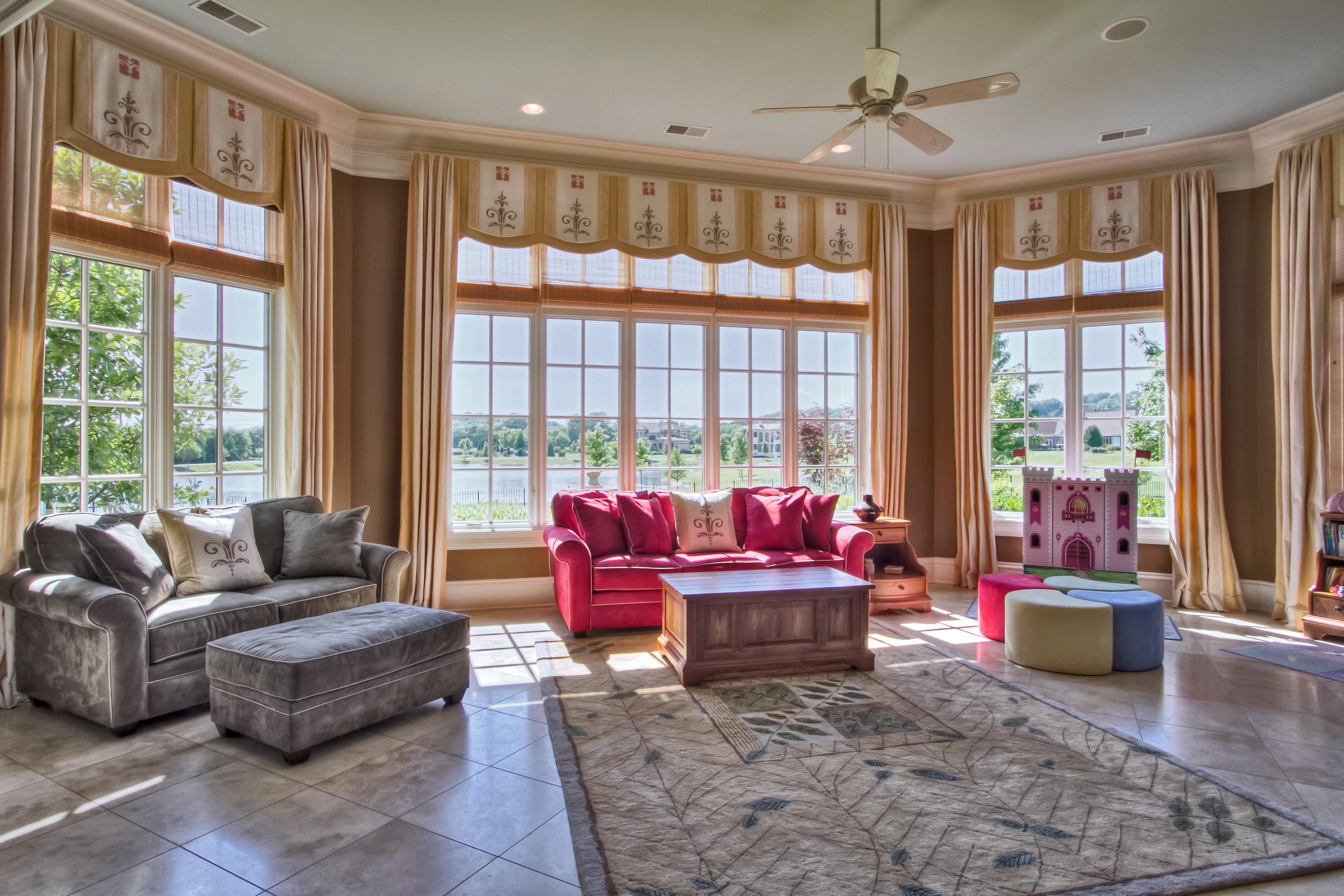 Fotos wohnzimmer zimmer innenarchitektur couch teppich fenster for Innenarchitektur wohnzimmer
