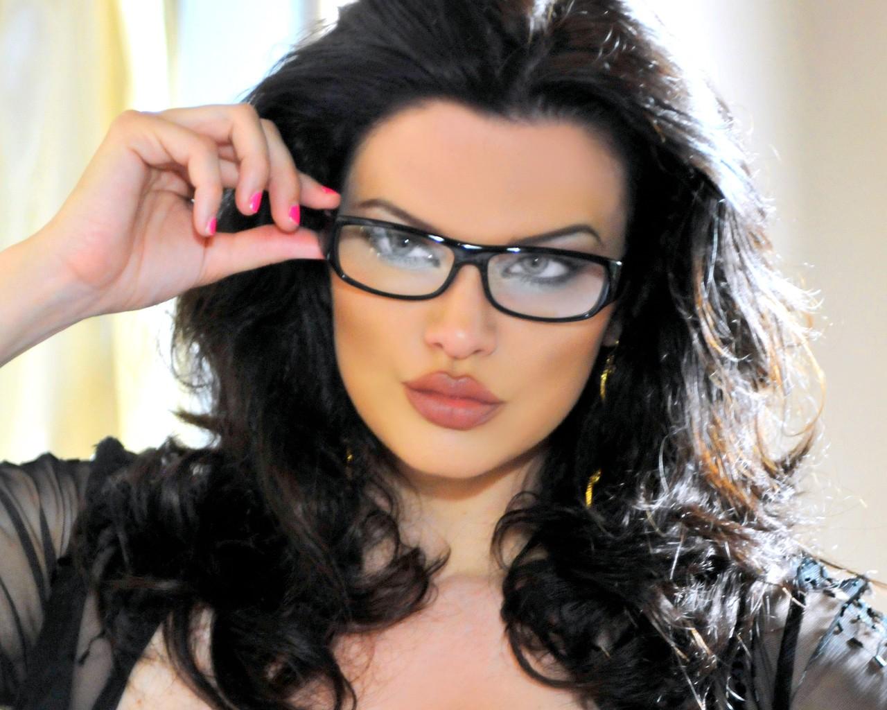 nude girls in eyeglasses