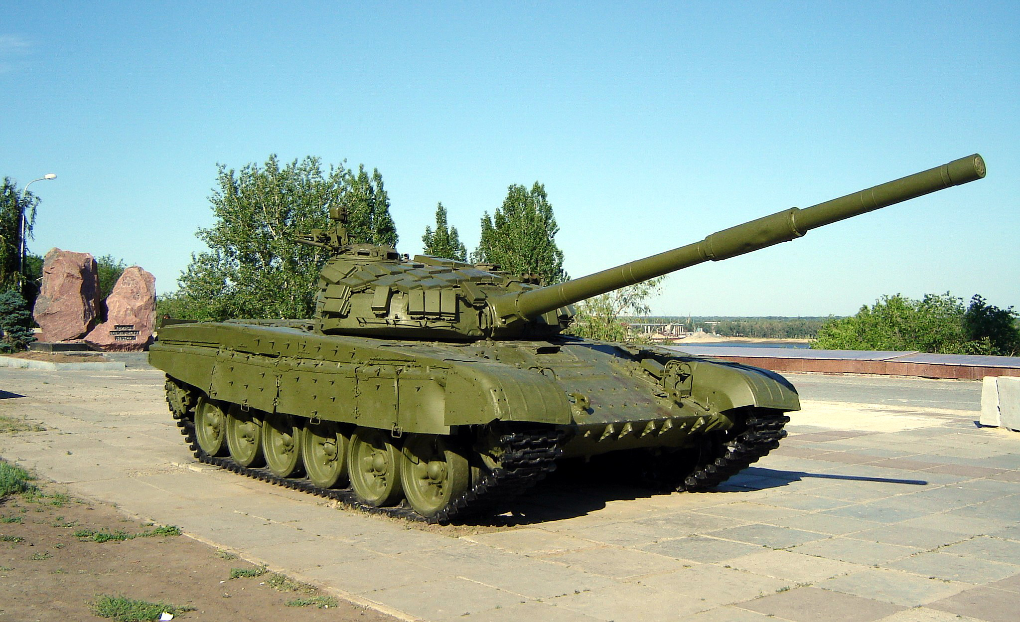 kontakt-1 era installed the way it was intended, at least some of the t-72avs can be seen with a different