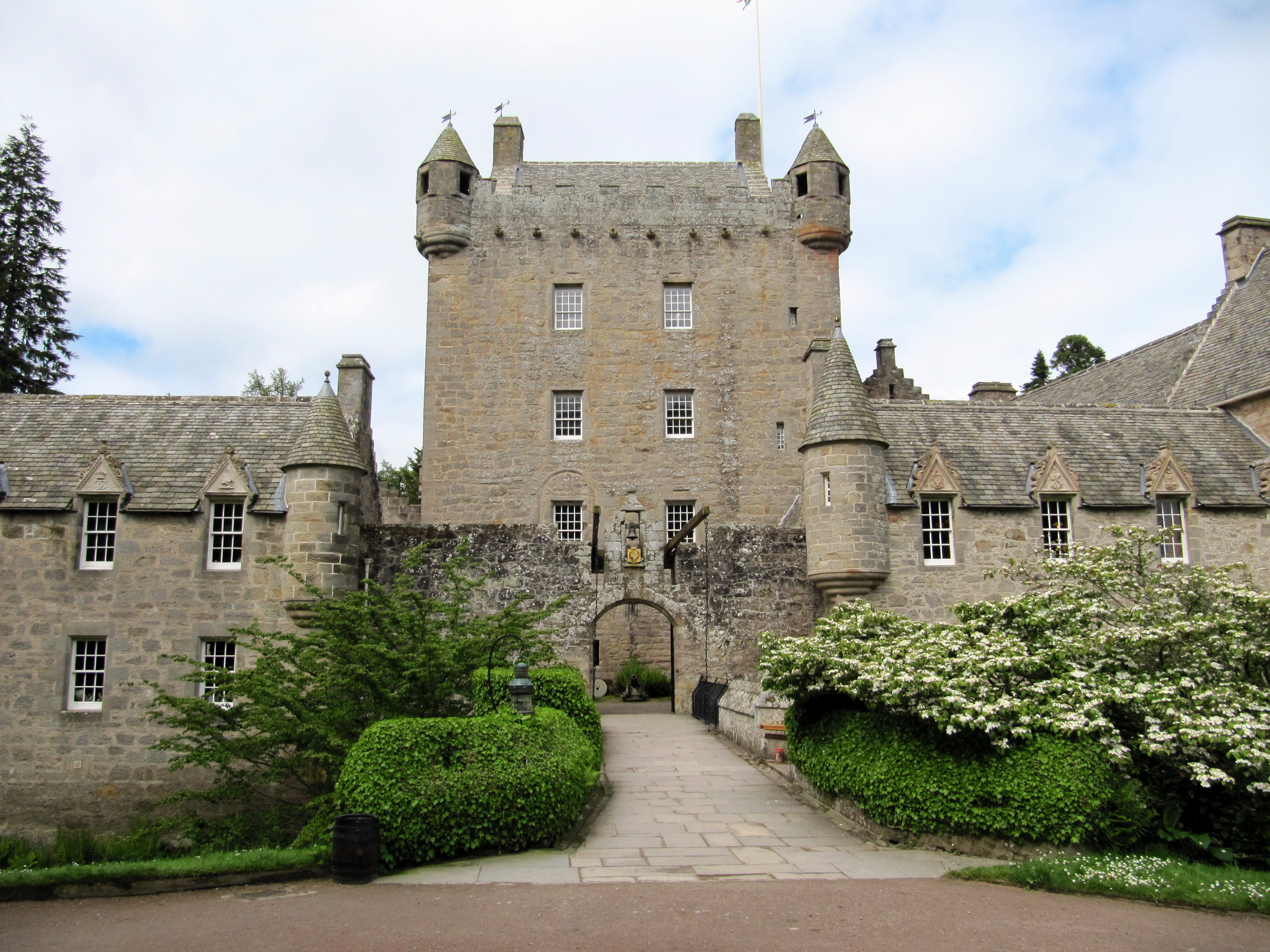 scottys castle courtyard - HD2560×1920