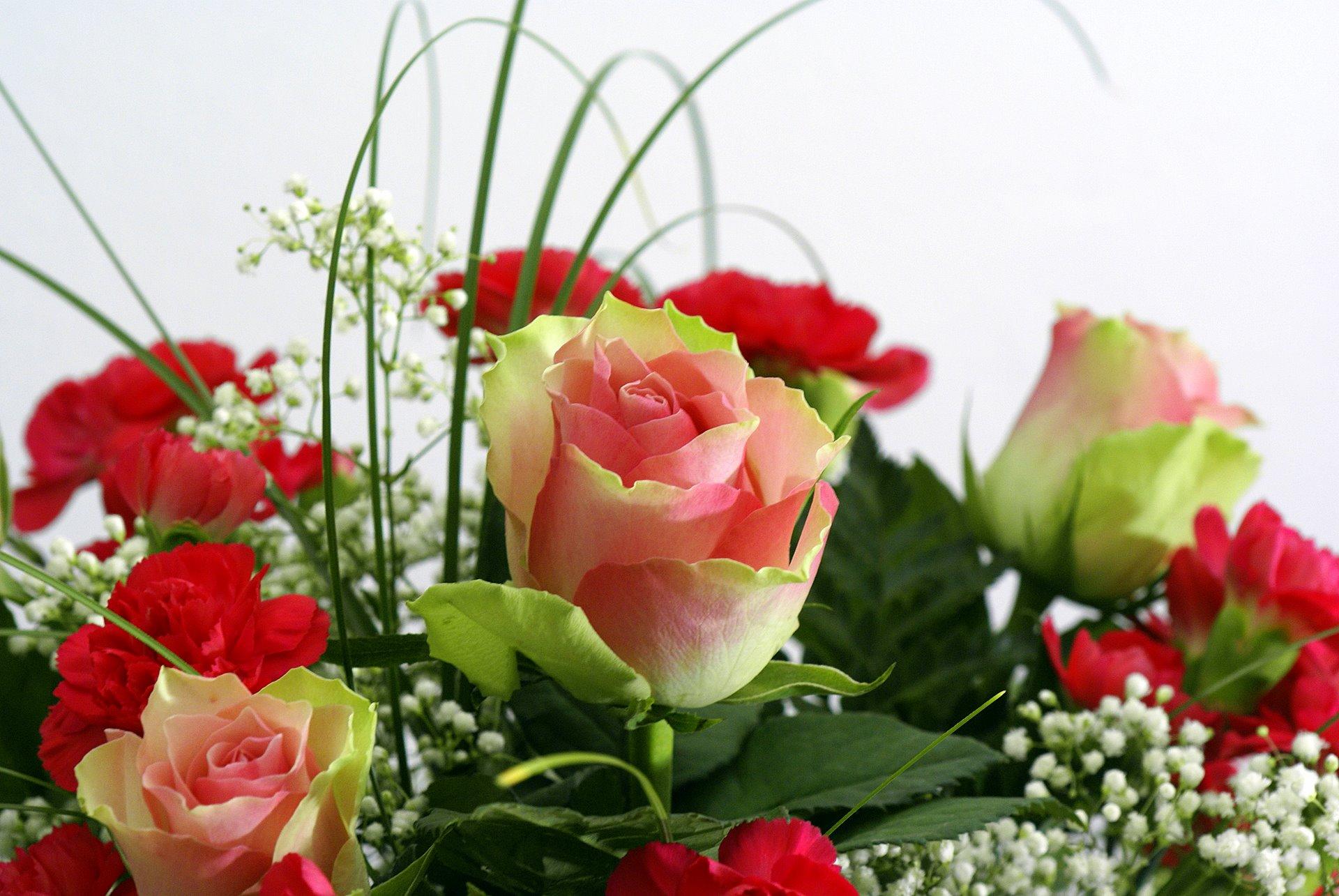 Стих к поздравлению цветы 813