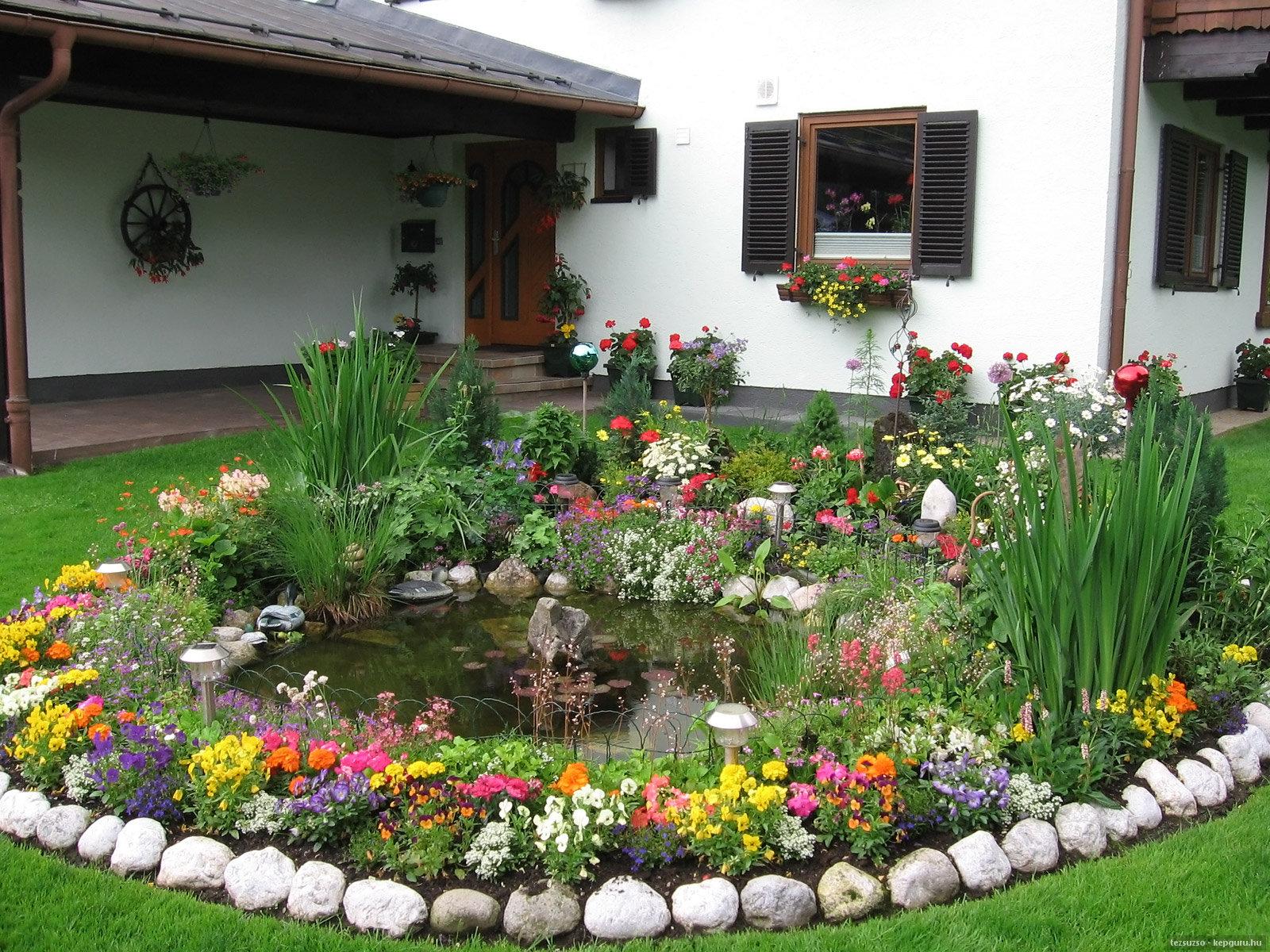 дизайн двора частного дома с клумбы фото