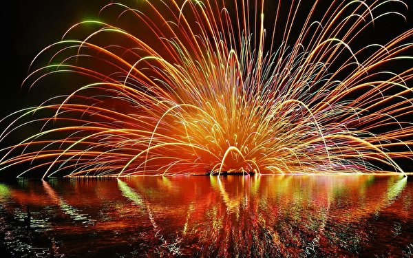 Picture Fireworks Holidays 600x375