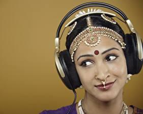 Fondos de Pantalla Indian Auriculares Celebridad