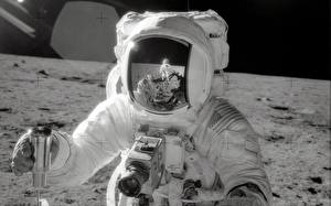 Pictures Astronaut Moon Helmet Reflection Camera  Space