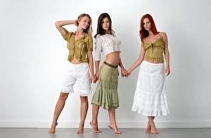 Fotos Piper Fawn Rock Shorts Unterhemd Rotschopf junge frau