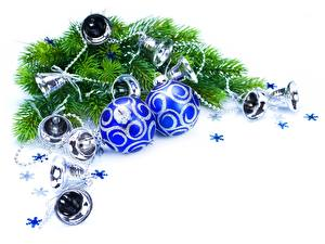 Fotos Feiertage Neujahr Kugeln Glocke Ast Christbaum