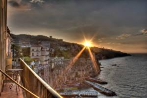 Fotos & Bilder Italien Haus Himmel Sonnenaufgänge und Sonnenuntergänge Küste Sorrent Lichtstrahl HDR Sonne Städte fotos