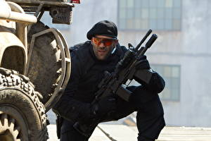Pictures The Expendables 2010 Jason Statham Assault rifle