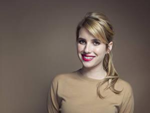 Fonds d'écran Emma Roberts Voir Visage Cheveux Châtain clair Sourire Dents Célébrités Filles