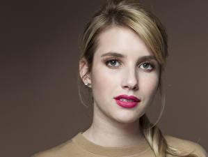 Hintergrundbilder Emma Roberts Augen Blick Gesicht Haar Dunkelbraun Rote Lippen Prominente Mädchens
